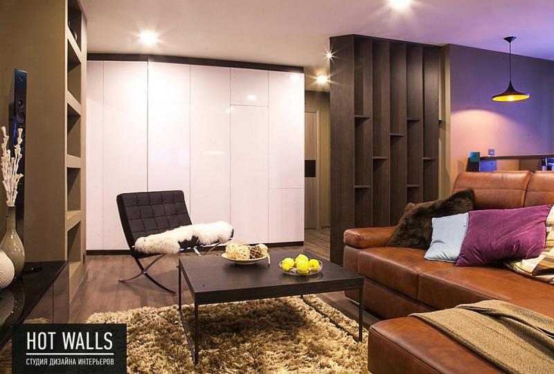 Дизайн интерьера 2-х комнатной квартиры, г. Екатеринбург, Вилонова 14а — Бетонная стена: вид с гостиной